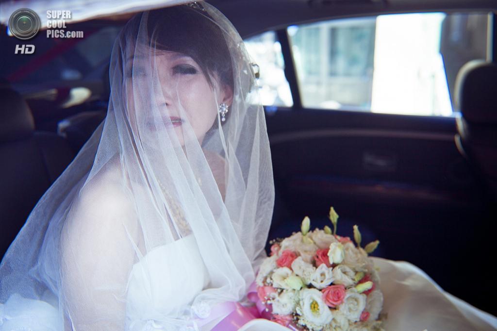 Излияние чувств невесты. (Yao Wang Chong/2014 Sony World Photography Awards)