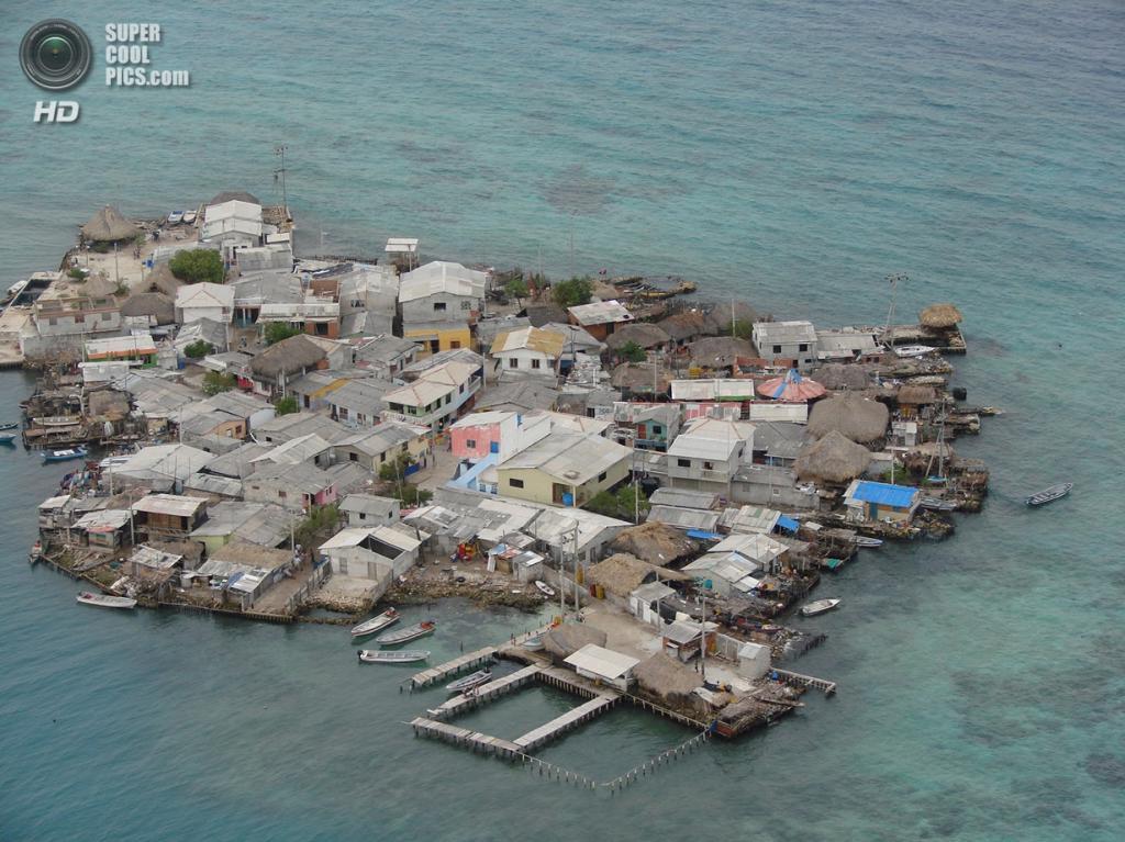 Остров Санта-Крус-дель-Истоле, Колумбия. Население: 1 247 чел. Площадь: 0,012 км². Плотность населения: 103 917 чел./км². (So let's talk about)