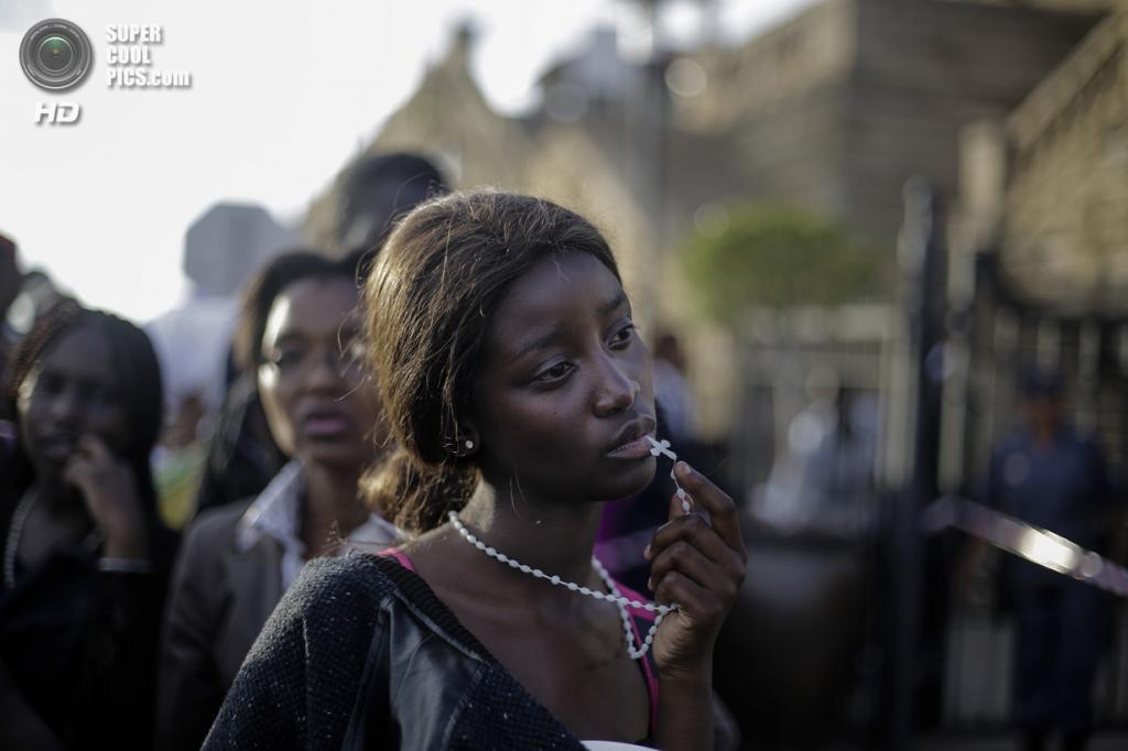 People — Observed Portraits Single, 1-ое место: Южная Африка. Претория. 13 декабря 2013 года. Женщина на церемонии прощания с Нельсоном Манделой. (AP Photo/Markus Schreiber)
