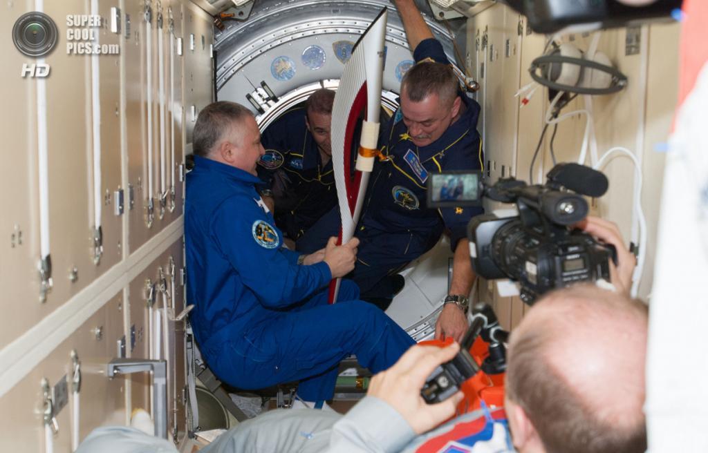 В модуле «Рассвет» Российского сегмента Международной космической станции. (NASA)