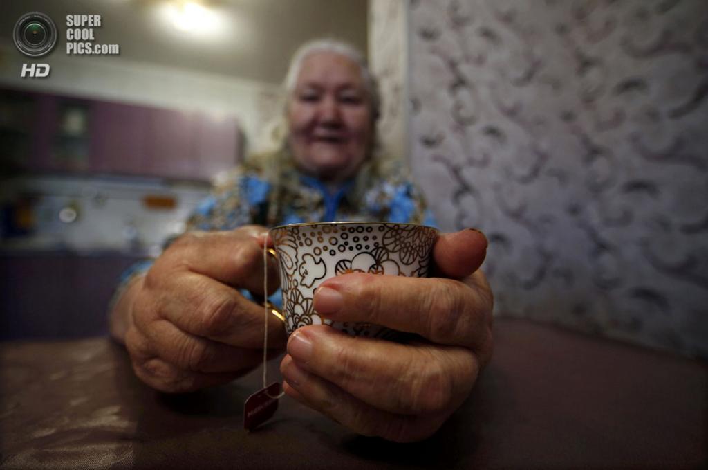 Россия. Сочи, Краснодарский край. 12 февраля. За чашкой чая. (REUTERS/Eric Gaillard)