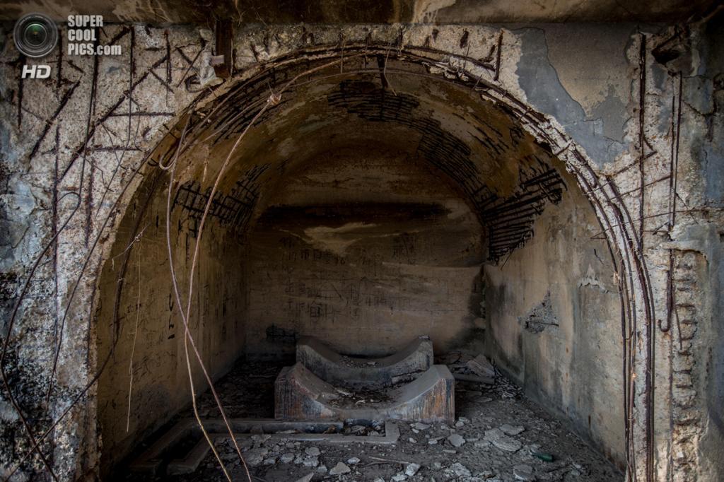 Япония. Такехара, Хиросима. 24 февраля. Руины завода по производству химического оружия на острове Окуносима. (Chris McGrath/Getty Images)