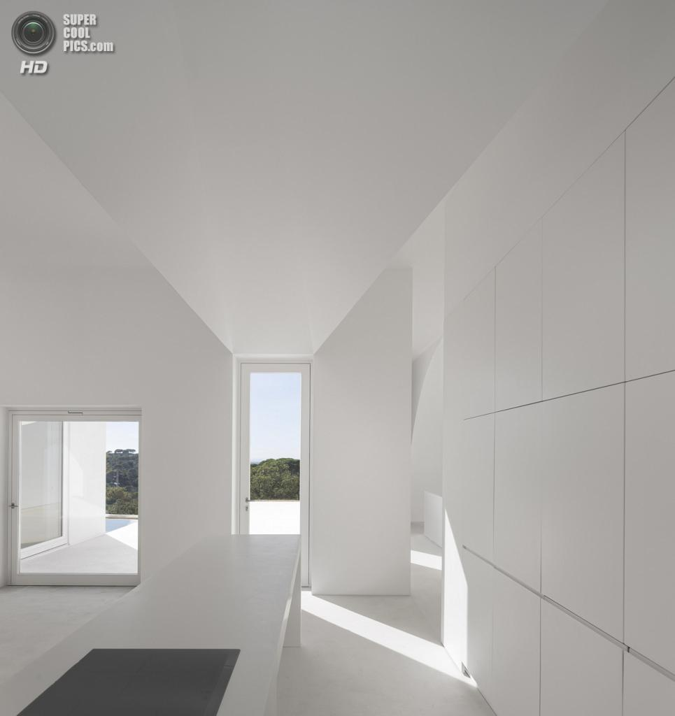 Португалия. Мелидиш, Сетубал. Частный дом, спроектированный Manuel Aires Mateus и SIA arquitectura. (FG+SG)