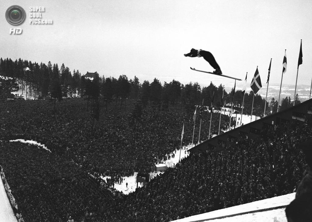 Норвегия. Осло. 24 февраля 1952 года. Вид с вершины холма в Хольменколлене  во время соревнований по прыжкам на лыжах с трамплина. (AP Photo)