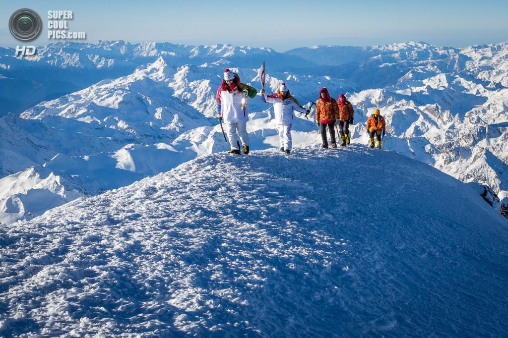 Россия. 1 февраля. Во время восхождения на западную вершину горы Эльбрус. (AP Photo/ Konstantin Dikovsky)