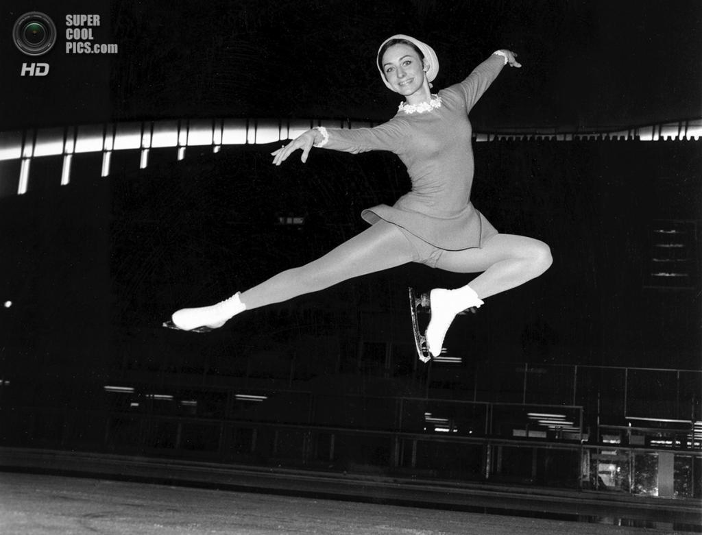 Франция. Гренобль, Изер, Рона — Альпы. 27 января 1968 года. Американская фигуристка Пегги Флеминг во время практики. (AP Photo/Robert Rider-Rider)