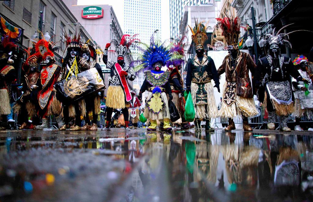 США. Новый Орлеан, Луизиана. 4 марта. Члены клуба Krewe of Zulu на знаменитом карнавале «Марди-Гра». (REUTERS/Jonathan Bachman)