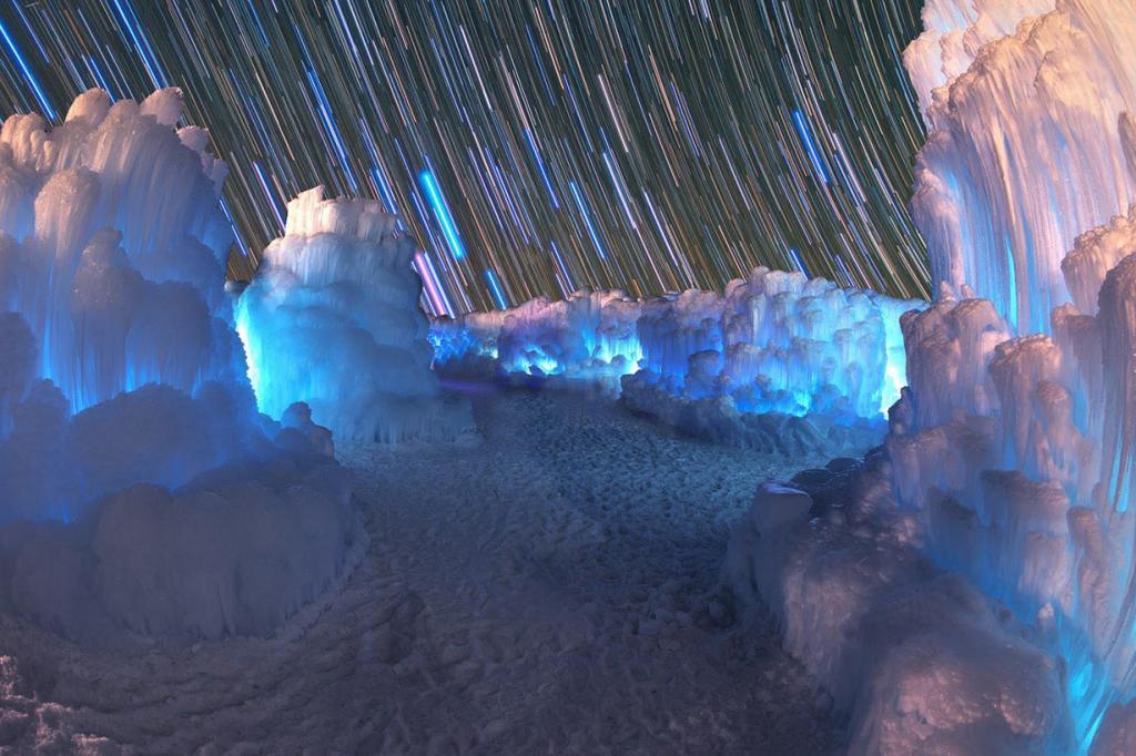 США. Линкольн, Нью-Хэмпшир. На выставке «Ледяные замки». (Lon Lovett)