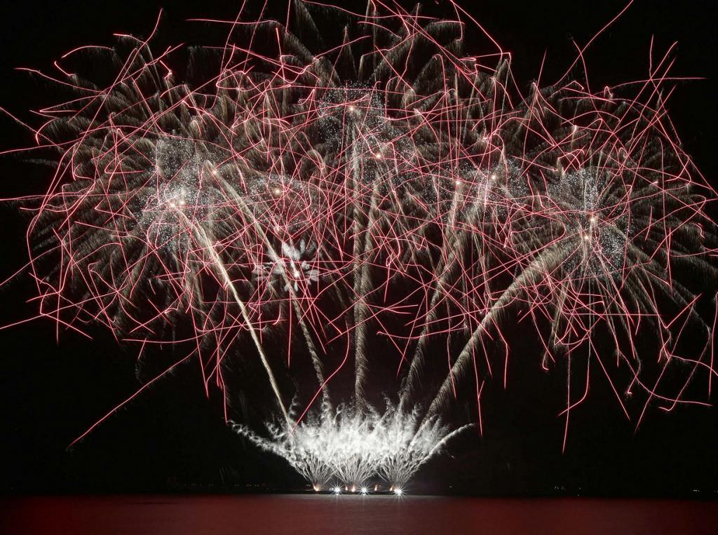 Шесть недель грандиозных фейерверков (18 фото + HD-видео)