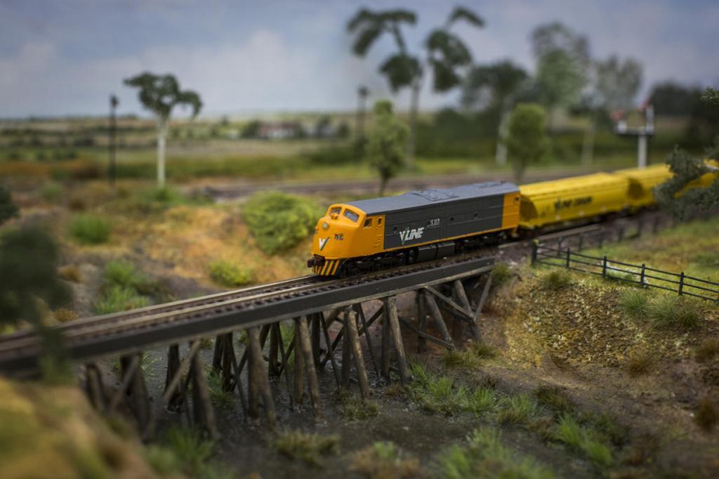 Великобритания. Лондон. 23 марта. Рабочая модель австралийского пассажирского поезда V/Line на Лондонском фестивале железнодорожного моделирования в «Александра-палас». (Rob Stothard/Getty Images)