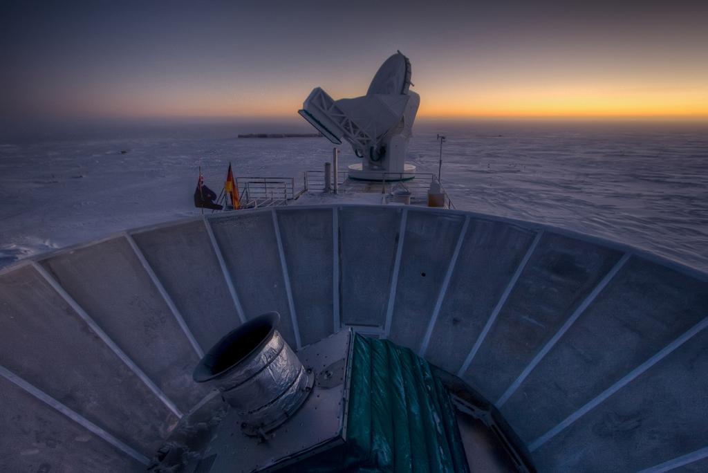 Телескоп BICEP2 на закате. (NASA/JPL-Caltech)