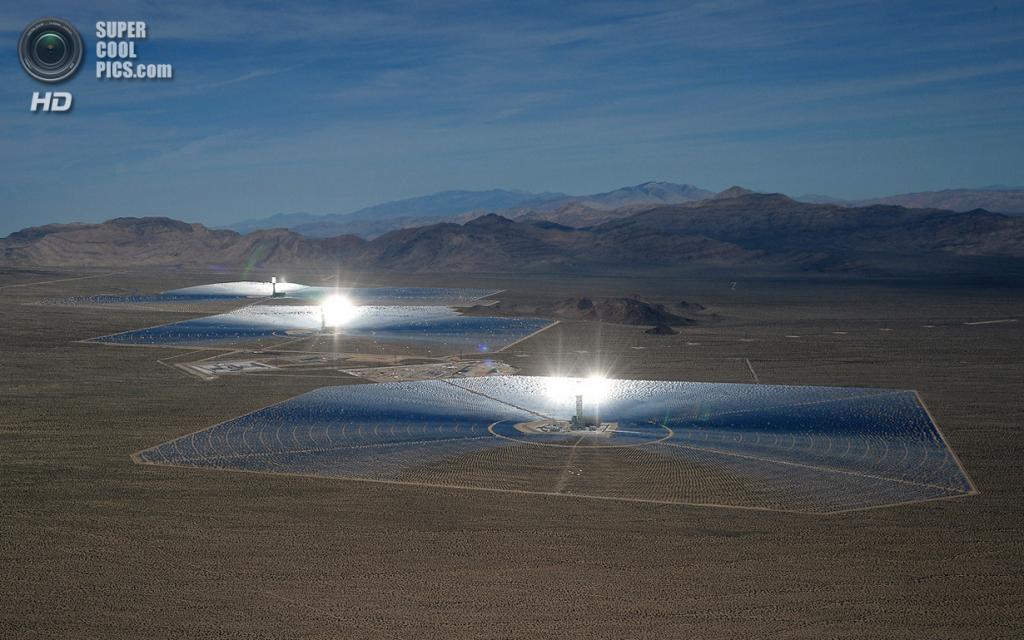 США. Сан-Бернардино, Калифорния. 20 февраля. Общий вид на систему электростанций «Айванпа». (Ethan Miller/Getty Images)