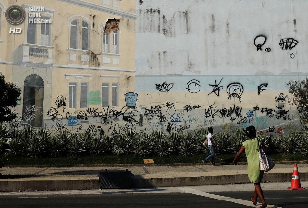 Бразилия. Рио-де-Жанейро. 20 марта. Граффити в городе. (Mario Tama/Getty Images)