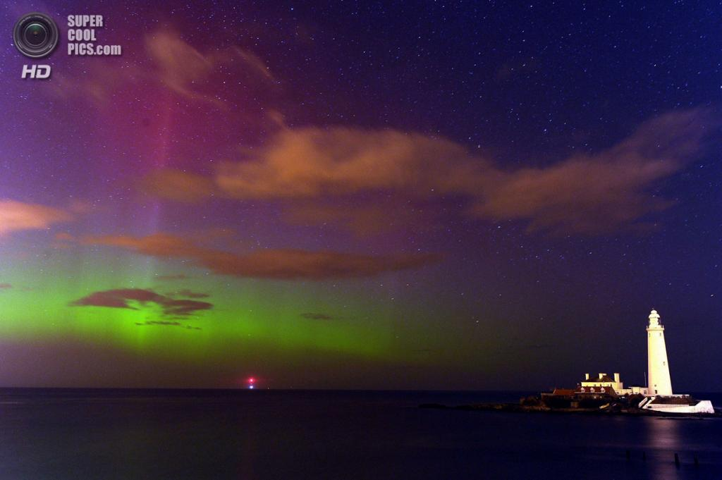 Великобритания. Норт-Тайнсайд, Тайн-энд-Уир. 27 февраля. Северное сияние над заливом Уитли. (Owen Humphreys/PA Wire)