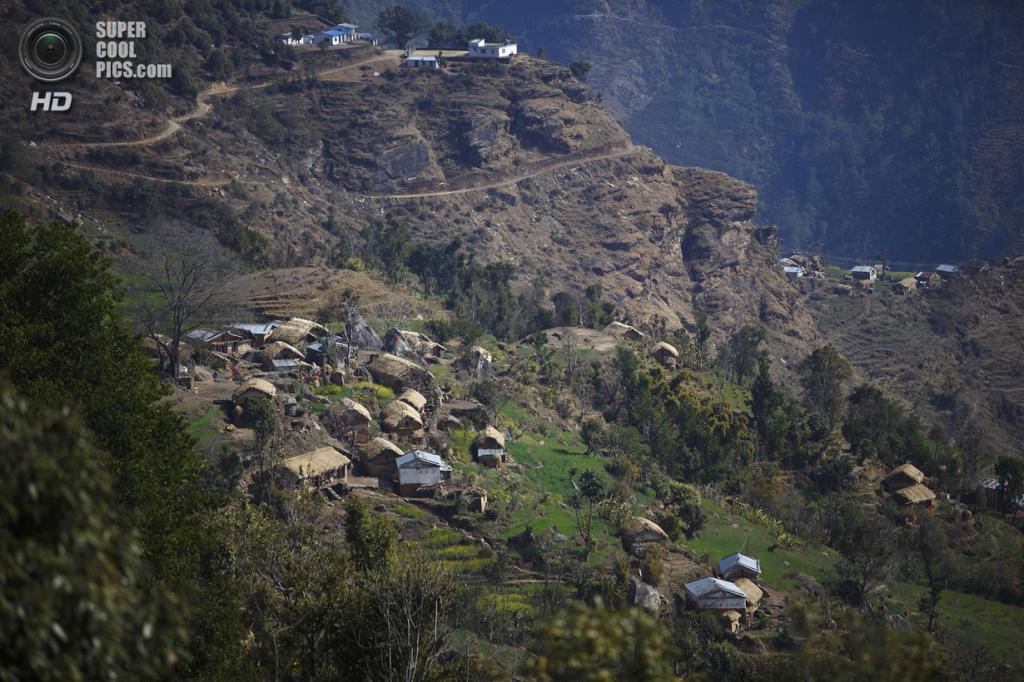 Непал. Ачхам, Западный регион. 18 февраля. Горная деревня Легудсен, где большинство женщин вынуждено придерживаться традиции чаупади. (REUTERS/Navesh Chitrakar)
