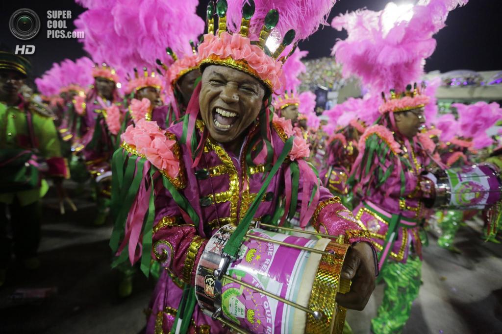 Бразилия. Рио-де-Жанейро. Во время карнавала. (AP Photo/Nelson Antoine)