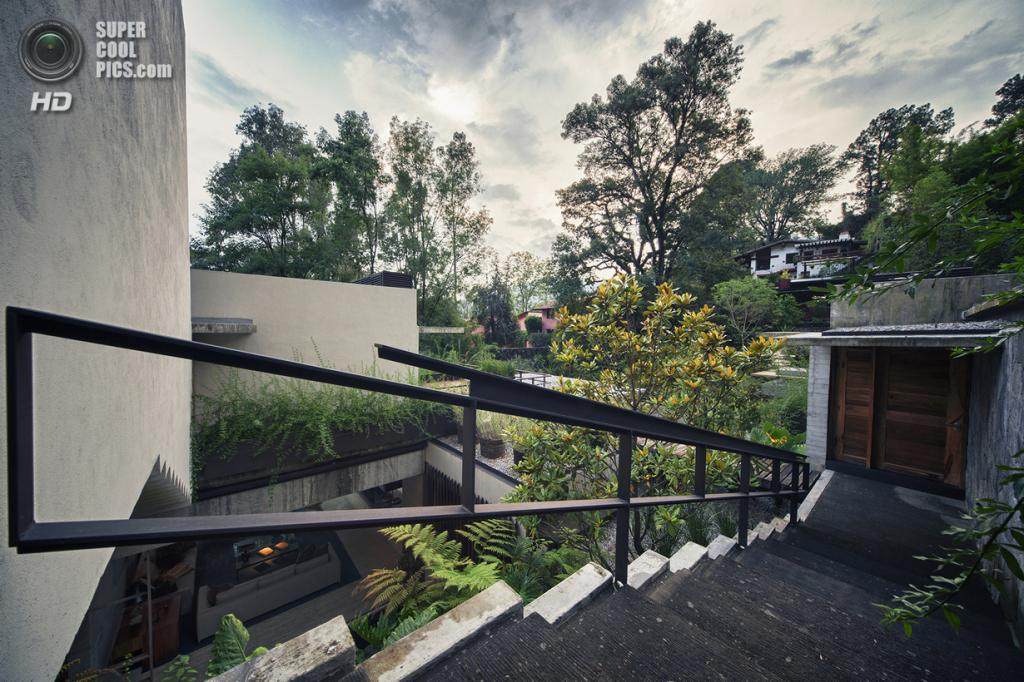 Мексика. Валье-де-Браво, Мехико. Частный дом Maza House, спроектированный CHK arquitectura. (Yoshihiro Koitani)