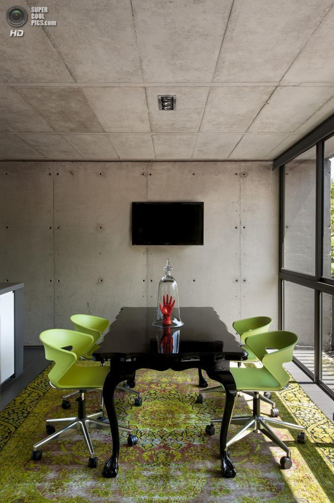 Южная Африка. Претория. Здание Floating in Space, спроектированное W Design Architecture Studio. (DOOK)