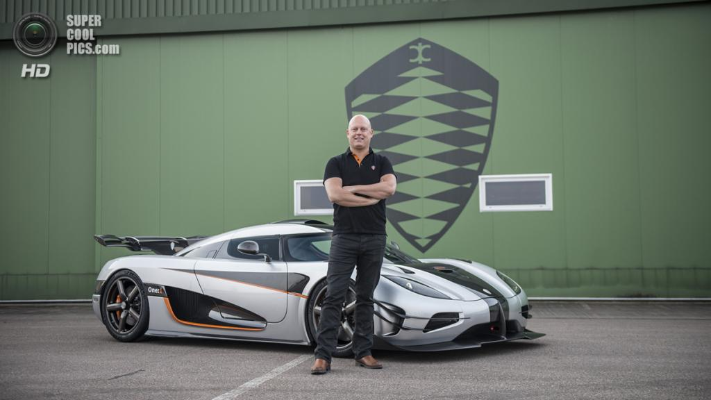 Кристиан фон Кёнигсегг и Koenigsegg One:1. (Koenigsegg Automotive AB)