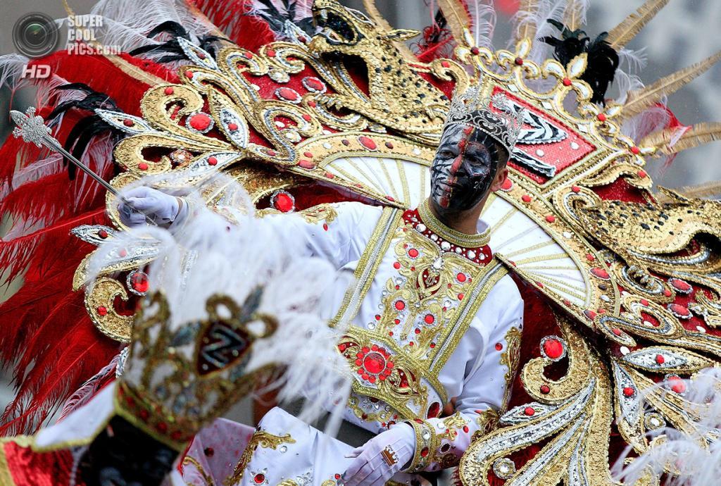 США. Новый Орлеан, Луизиана. 4 марта. Король клуба Krewe of Zulu приветствует зрителей. (Sean Gardner/Getty Images)