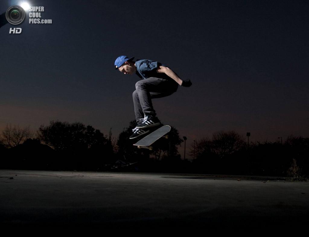 «Ночной скейтбординг». (Jackson Barton/ESRC)
