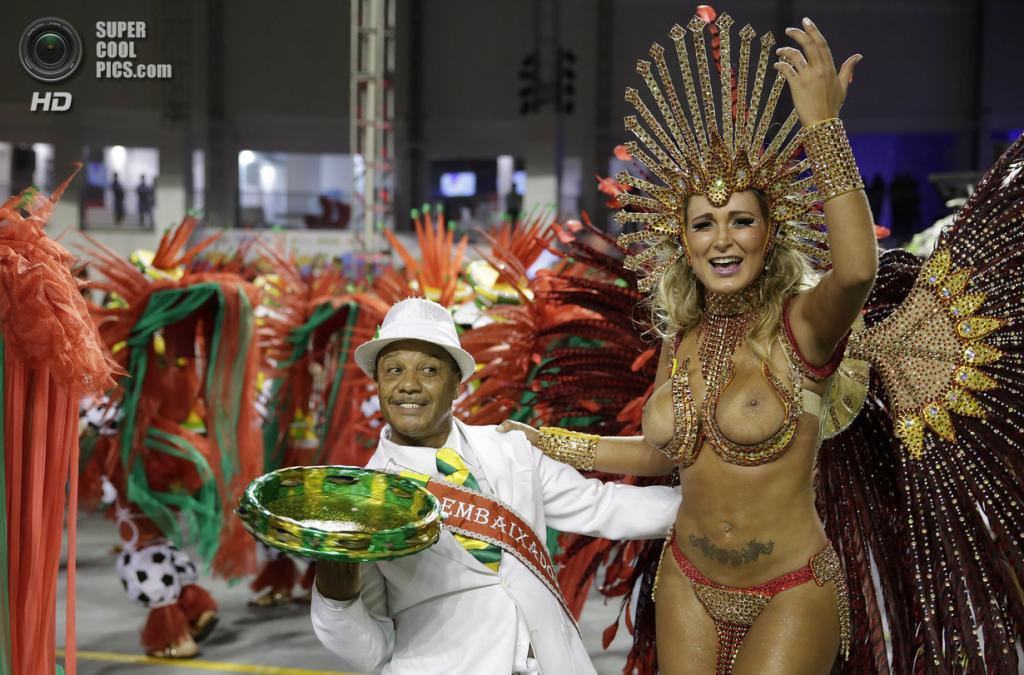 Бразилия. Сан-Паулу. Во время карнавала. (AP Photo/Andre Penner)