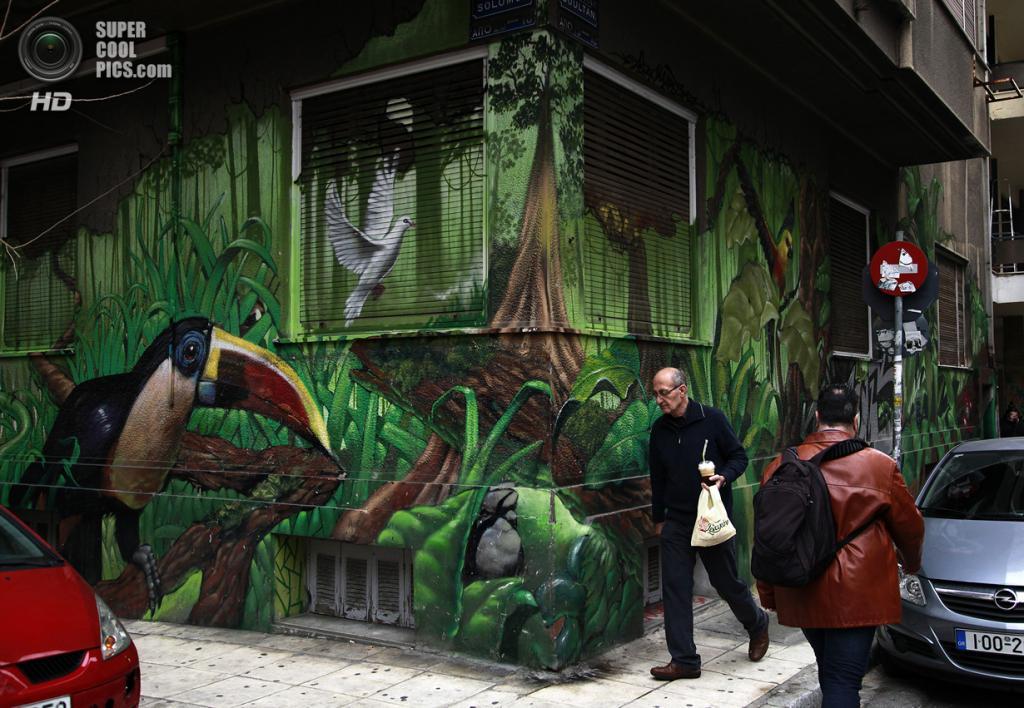 Греция. Афины. 21 февраля. Граффити британского уличного художника Алекса Мартинеса на углу дома. (AP Photo/Dimitri Messinis)