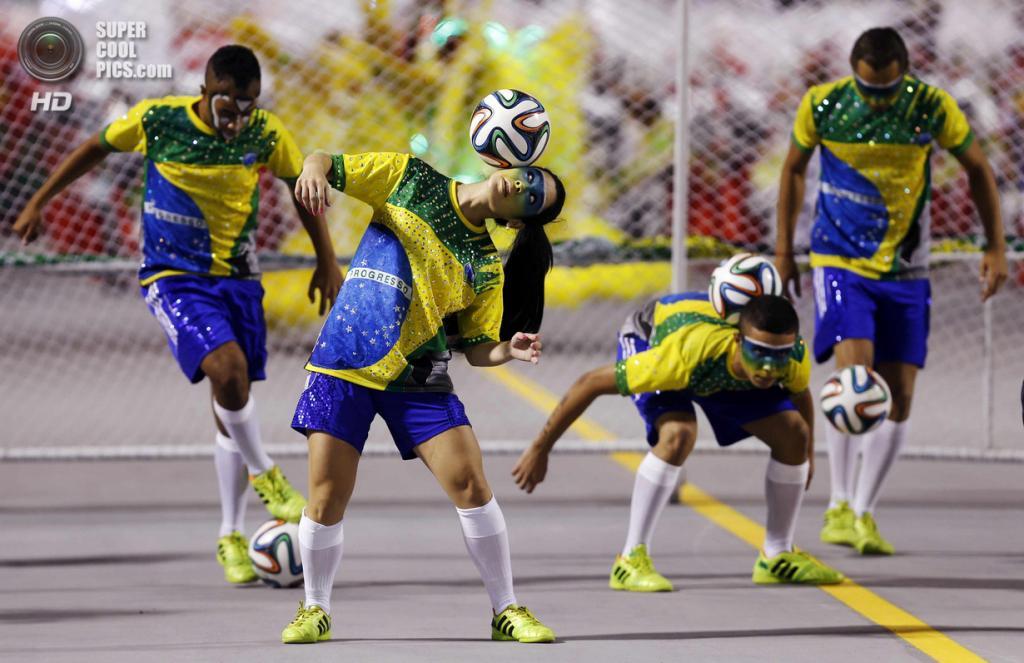 Бразилия. Сан-Паулу. Во время карнавала. (REUTERS/Paulo Whitaker)