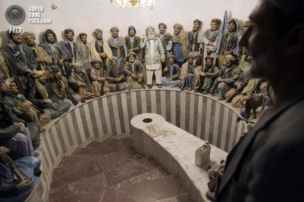 Афганистан. Герат. 5 ноября 2009 года. Военное собрание моджахедов. (REUTERS/Morteza Nikoubazl)