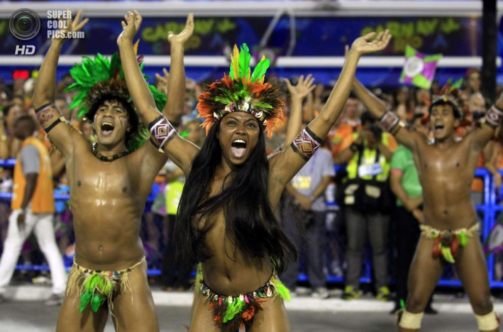 Бразилия. Рио-де-Жанейро. Во время карнавала. (REUTERS/Pilar Olivares)
