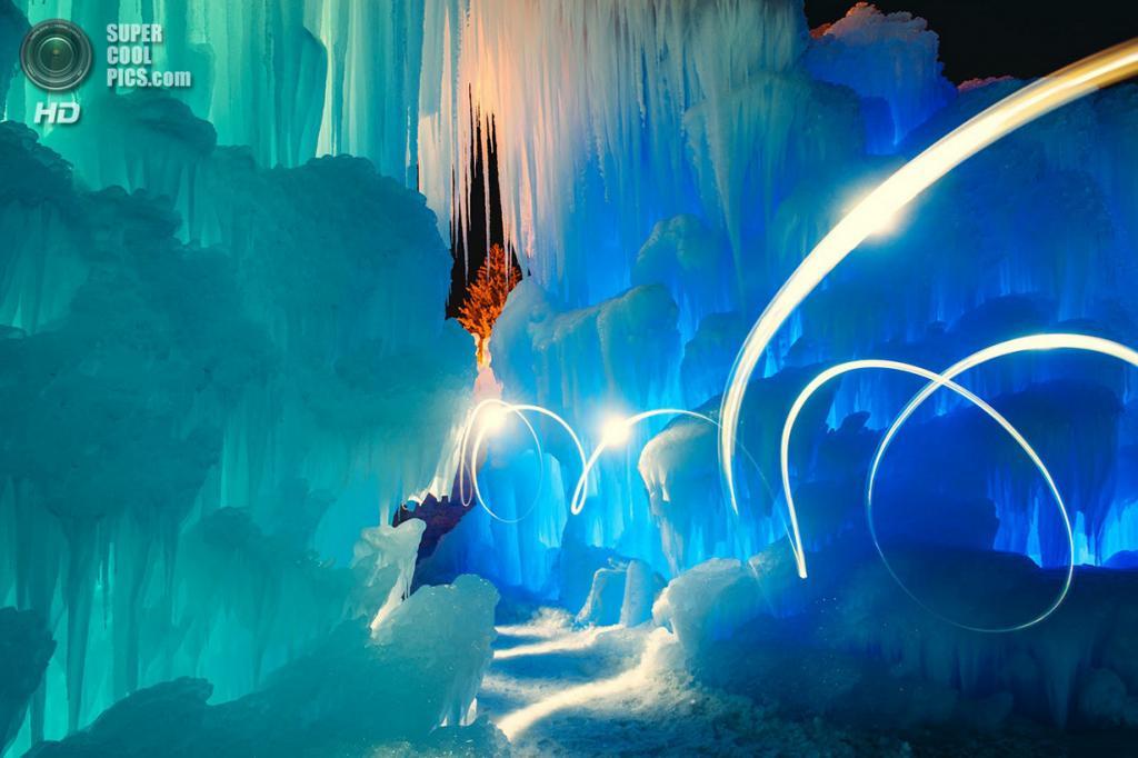 США. Брекенридж, Колорадо. На выставке «Ледяные замки». (Sam Scholes)