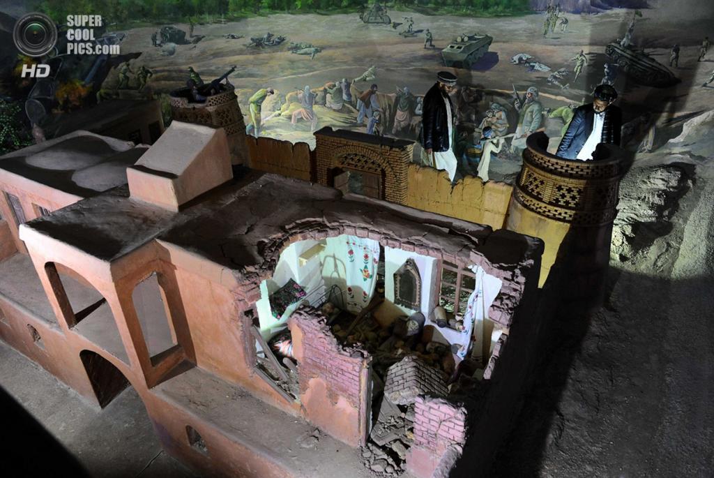 Афганистан. Герат. 15 февраля. Композиция, иллюстрирующая разрушенный жилой дом. (Aref Karimi/AFP/Getty Images)