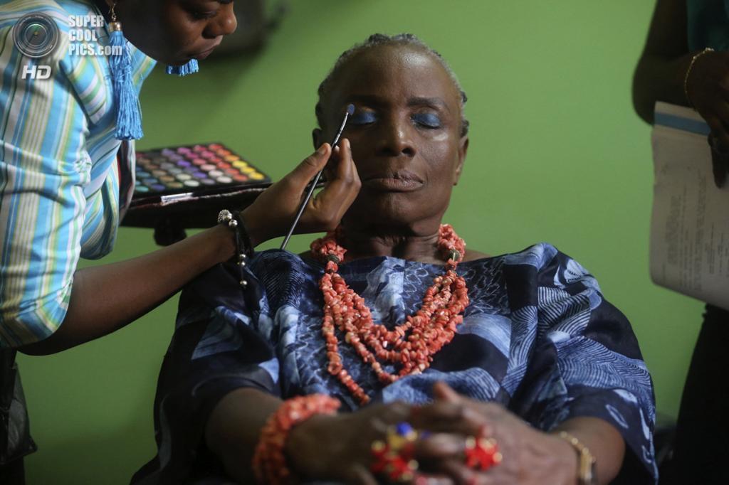 Съёмки фильма «Ослепительный мираж» режиссёра Тунде Келани. (REUTERS/Akintunde Akinleye)