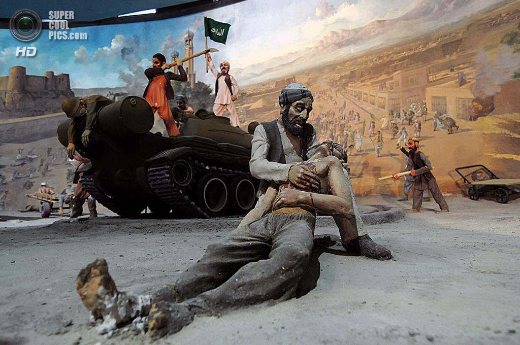 Афганистан. Герат. 8 августа 2009 года. Смерть товарища. (Shah Marai/AFP/Getty Images)