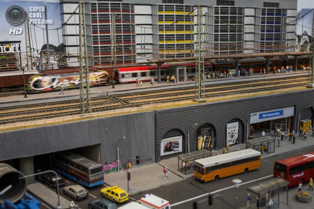 Великобритания. Лондон. 23 марта. Модель австрийской железной дороги Michaelerplatz. (Rob Stothard/Getty Images)