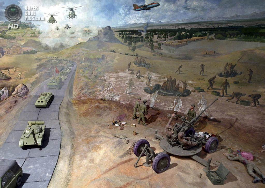 Афганистан. Герат. 11 апреля 2010 года. Элементы диорамы. (REUTERS/Mohammad Shoib)