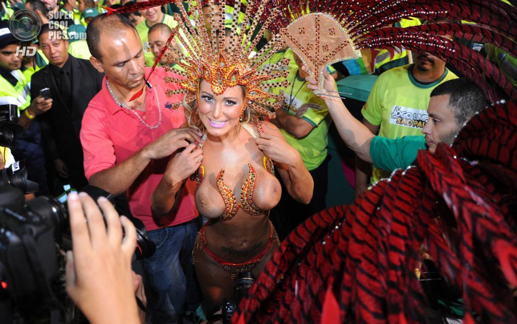 Бразилия. Сан-Паулу. Во время карнавала. (Flavio Moraes)