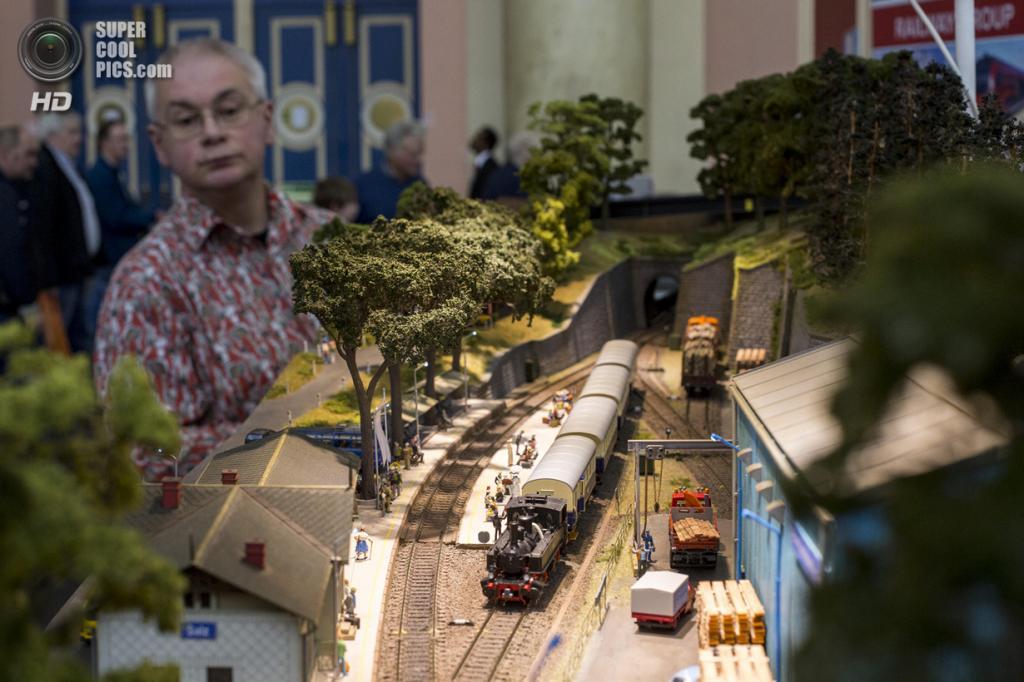 Великобритания. Лондон. 23 марта. Модель австрийской железной дороги Salz IBB. (Rob Stothard/Getty Images)