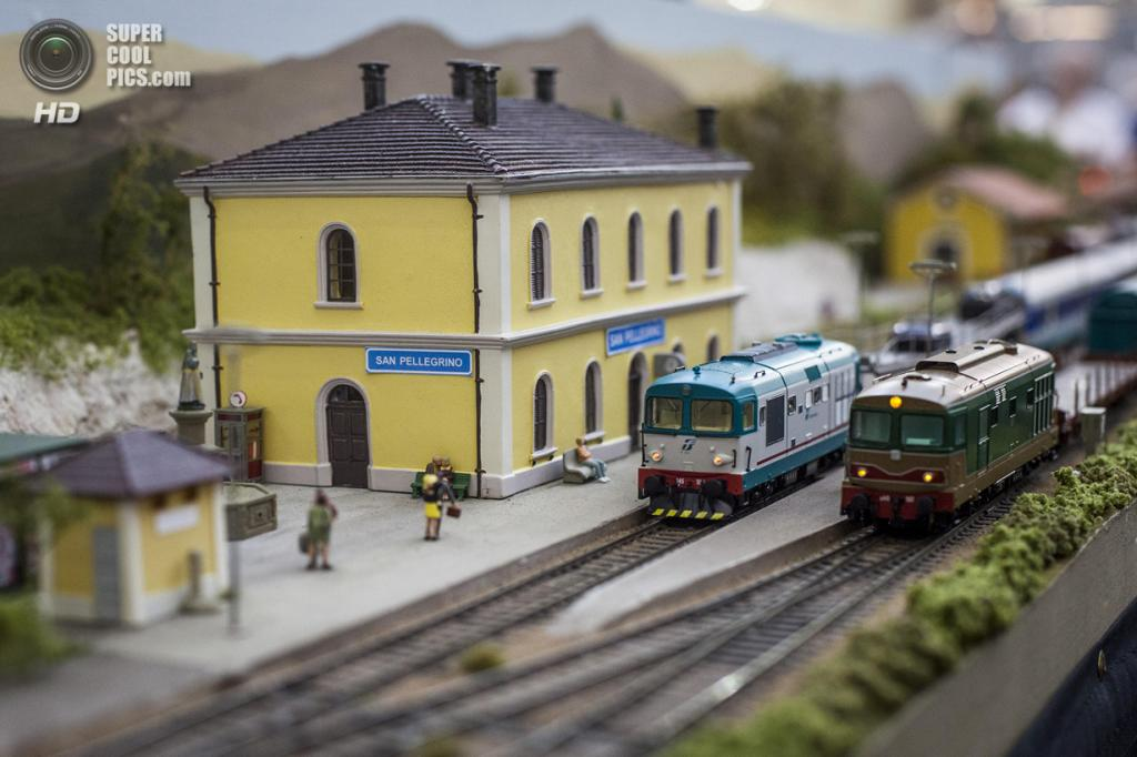 Великобритания. Лондон. 23 марта. Модель итальянской железной дороги. (Rob Stothard/Getty Images)