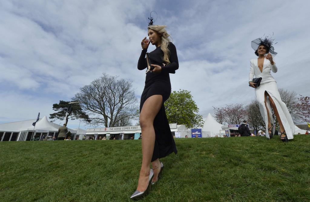 Женский день на скачках Grand National (20 фото)