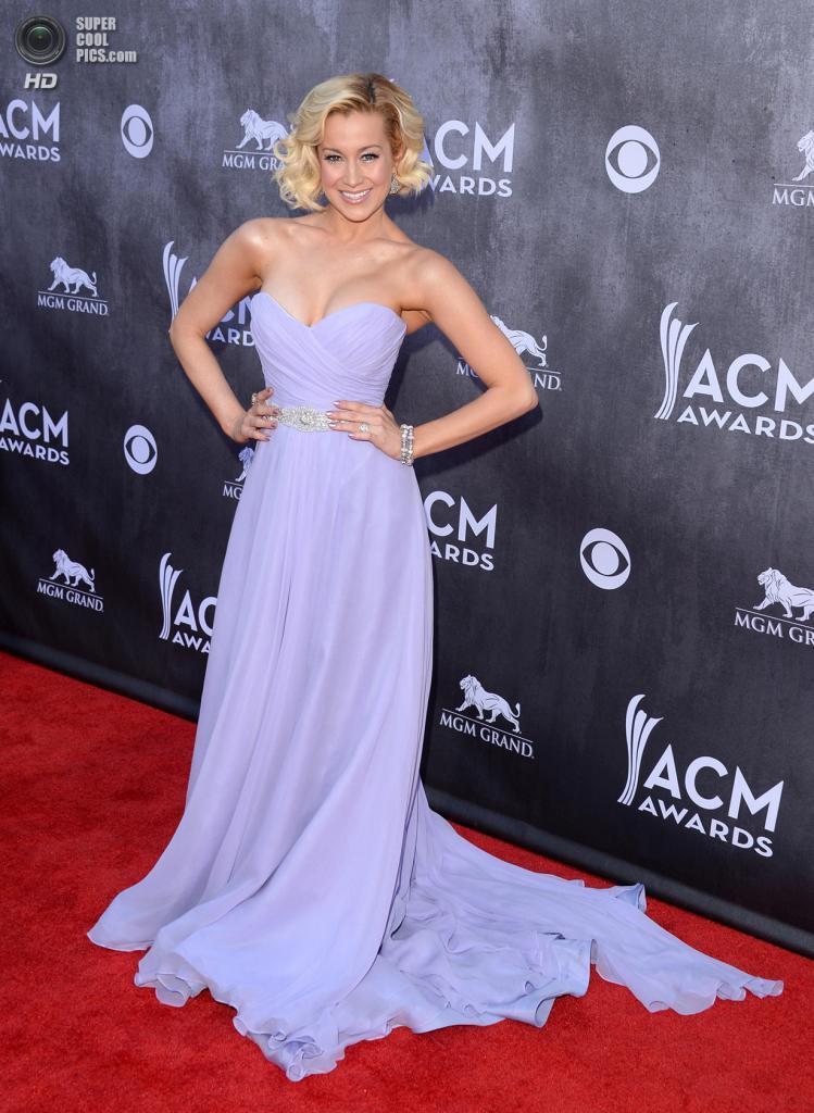 США. Лас-Вегас, Невада. 6 апреля. Певица Келли Пиклер на красной дорожке ACM Awards 2014. (Jason Merritt/Getty Images)