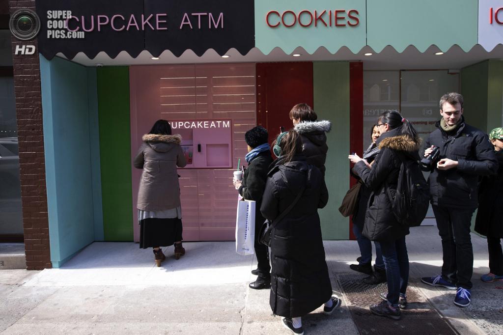 США. Нью-Йорк. 26 марта. Очередь к «банкомату». (REUTERS/Mike Segar)