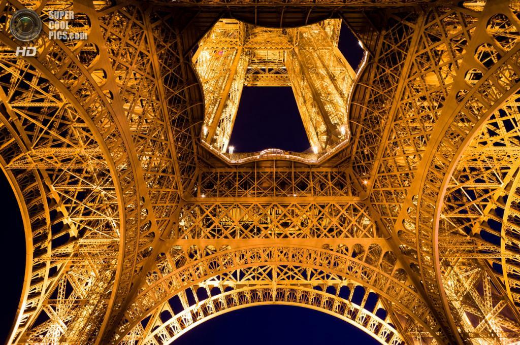 Франция. Париж. Эйфелева башня. (Michael Wiejowski)