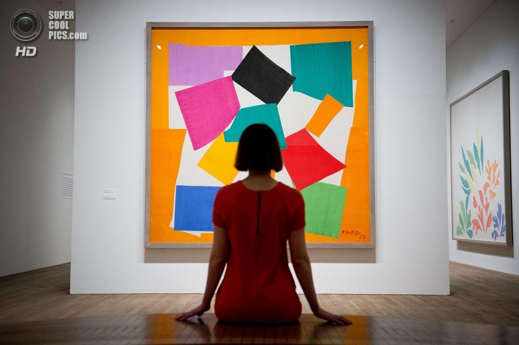 Великобритания. Лондон. 14 апреля. Картина «L'Escargot» Анри Матисса в галерее «Тейт Модерн». (LEON NEAL/AFP/Getty Images)