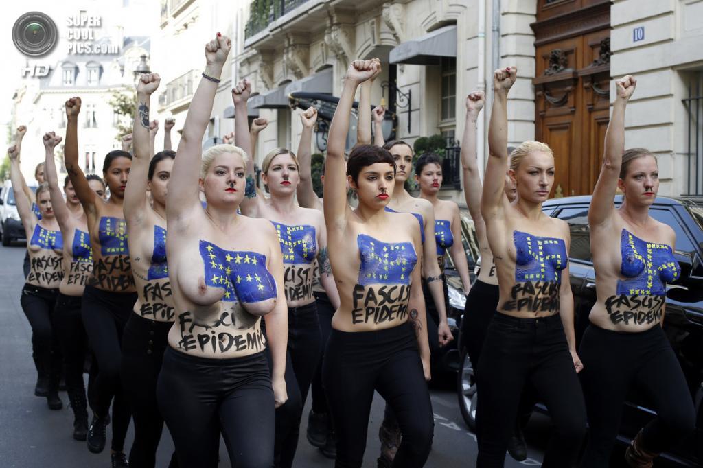 Протест голых девушек в церкви