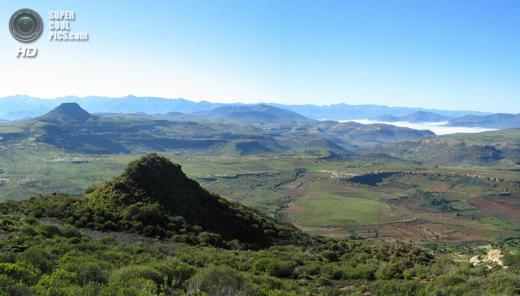 Лесото. Масеру. 2007 год. Пейзаж на пути из Матсиенга в Мокетси. (Graham Maclachlan)
