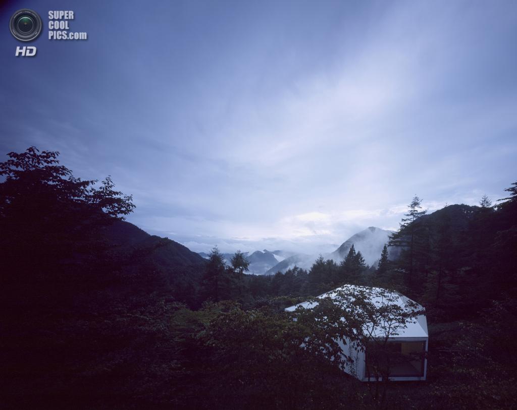 Япония. Каруидзава, Нагано. Частый дом, спроектированный Makoto Yamaguchi Design. (Koichi Torimura)