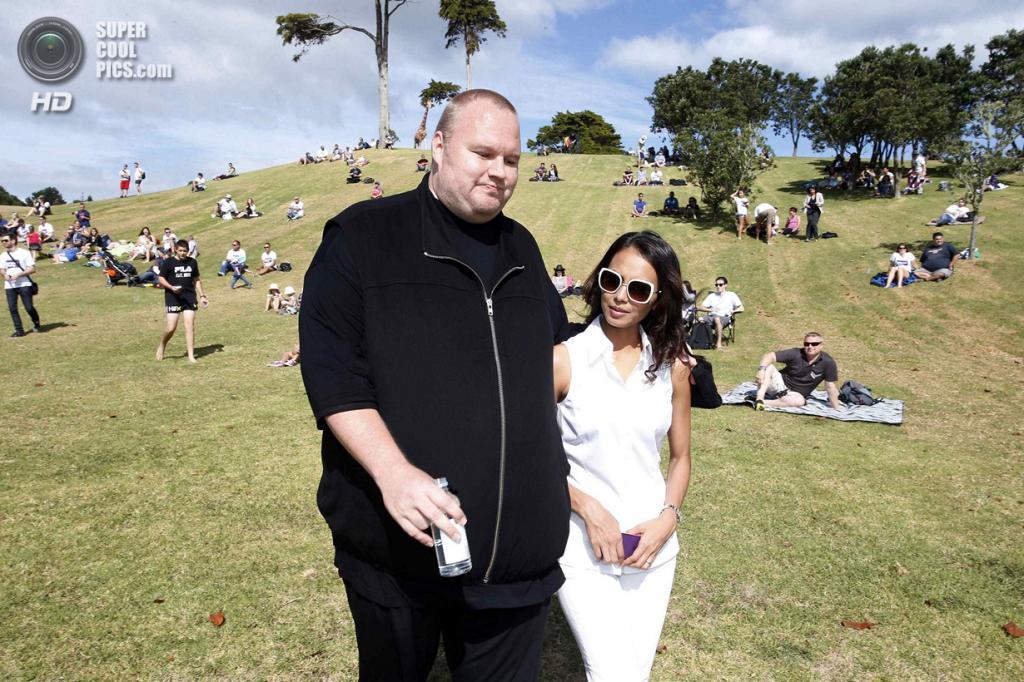 Новая Зеландия. Коутсвилл, Окленд. 13 апреля. Ким Дотком с женой Моной. (REUTERS/Nigel Marple)