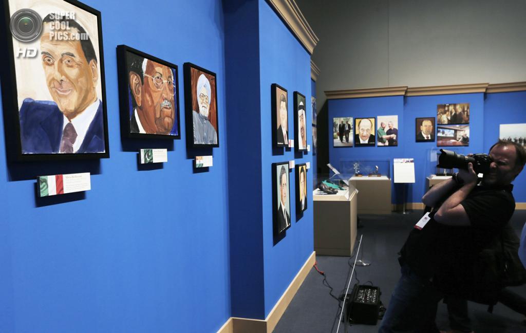 США. Колледж-Стейшен, Техас. 4 апреля. На выставке работ экс-президента США Джорджа Буша-младшего «Искусство быть лидером: Личная дипломатия президента». (REUTERS/Brandon Wade)