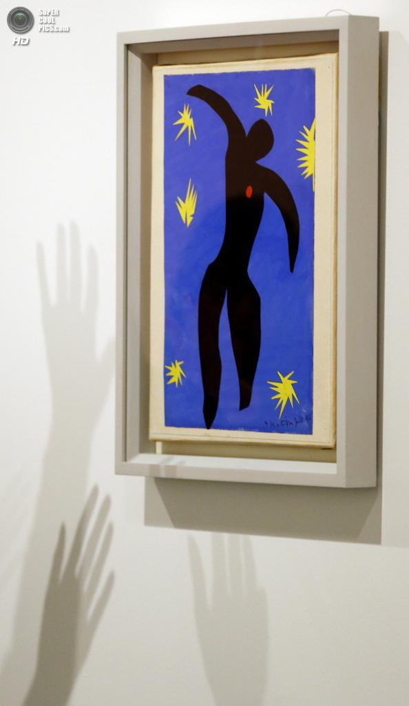 Великобритания. Лондон. 14 апреля. Картина «Icarus» Анри Матисса в галерее «Тейт Модерн». (AP Photo/Kirsty Wigglesworth)